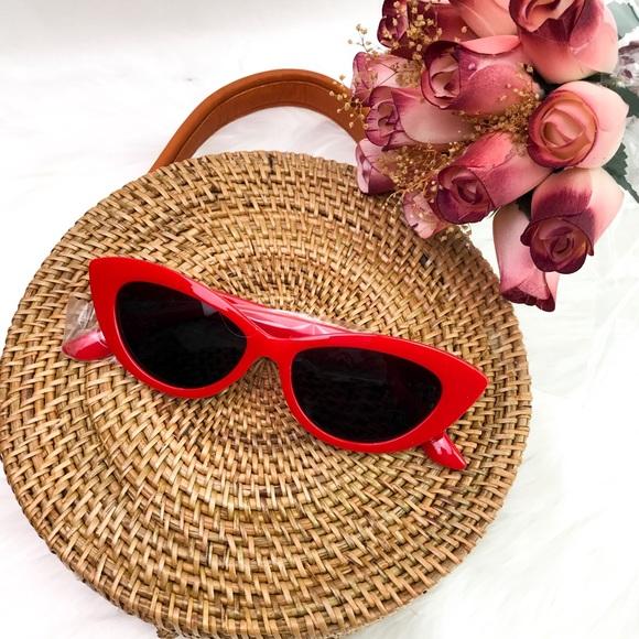 Accessories - Retro CatEye Frame Sunglasses